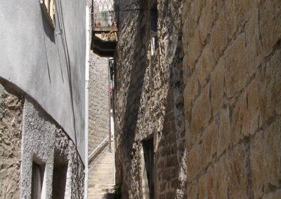 tipico vicolo dell' antico borgo di Aggius, in Sardegna