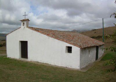 altra angolazione: chiesa campestre ad Aggius, in Sardegna