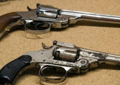 pistole al museo del banditismo di Aggius, Sardegna