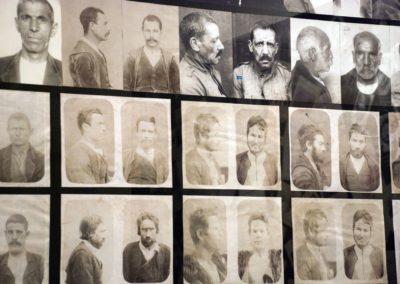foto segnaletiche dei banditi esposte al museo del banditismo di Aggius, in Sardegna