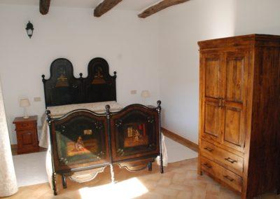 Stazzu Coiga Aggius: camera con letto antico